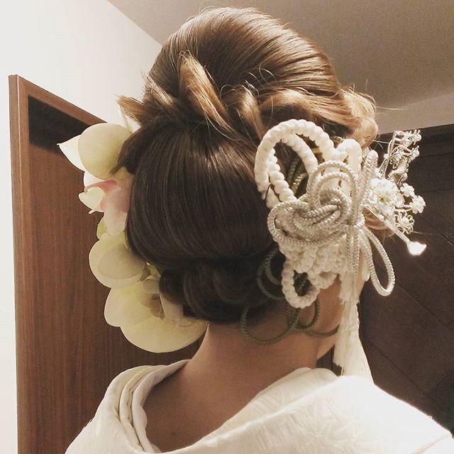 今やブライダルシーンの定番となった 「洋髪スタイル」 にも、そのシーズンごとにトレンドがあるのです!今回は、インスタグラムの先輩花嫁さんから、旬な 「洋髪」 のヘアアレンジを学んじゃいましょう♪ 結婚式・披露宴や前撮りで、〈白無垢〉や〈色打掛け〉などの和装を着る予定のプレ花嫁さんは、要チェックです♡ | ページ2