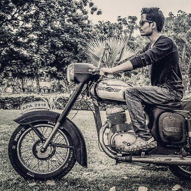 Jawa 250cc 1967  Repost @mdsohaillateef  #jawa #jawamotorcycles.com#jawamotorcycles #jawayezdi #idealjawa#2stroke #bikersofinstagram #bikeswithoutlimits #bikestagram #bikers #bikelife #bikeride #bikeporn #bikergang #motorcycles #yezdi #retro #czech #vintage #vintagebike #india #motocross #motorsport #motorbike #czechoslovakia