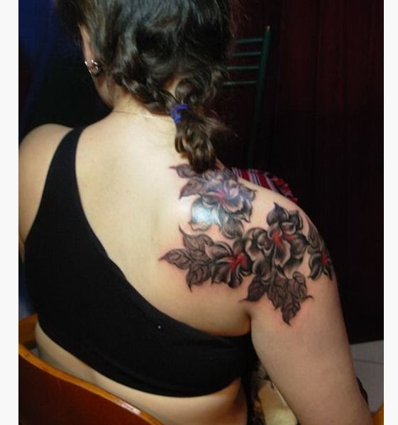 25 unika feminine shoulder tattoos id er p pinterest for Feminine shoulder tattoos