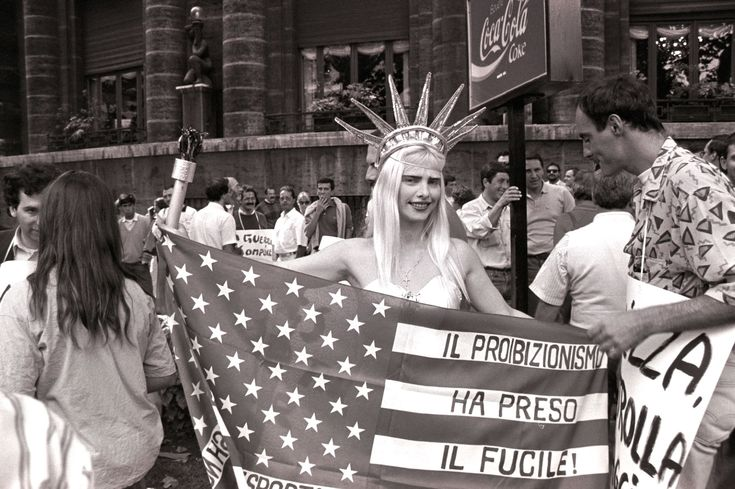 La Cicciolina demonstrating in Rome, 1989