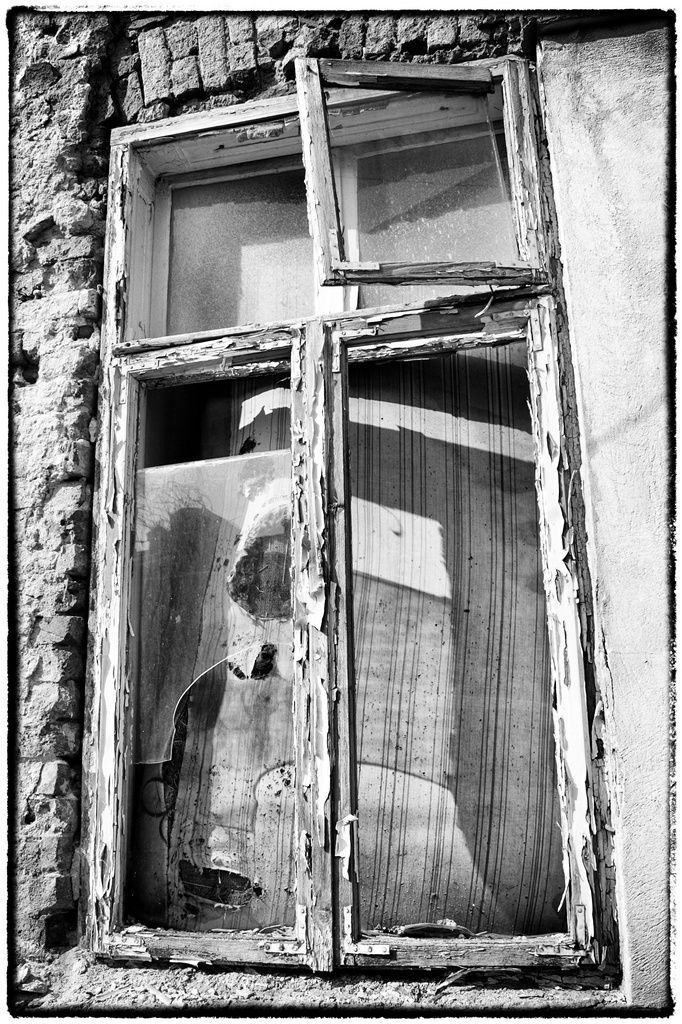 iardphoto:  Old window