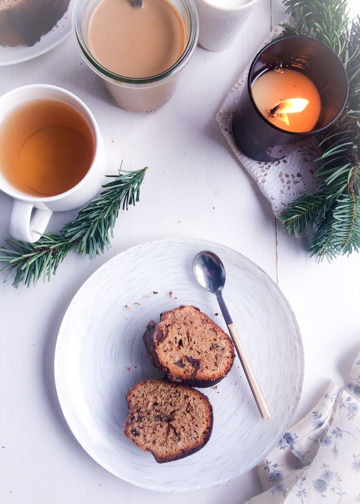 4ème recettes de {Ma semaine de Noël scandinave} Un intérieur douillet, une petite chatte qui ronronne sur les genoux de son maître, une couverture rayée-multicolore tricotée par Avó, une bougie al…