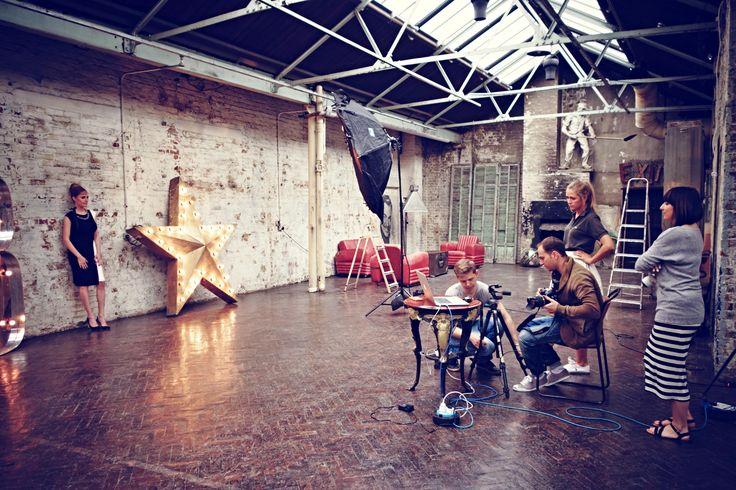 Wszyscy pracują, by osiągnąć upragniony efekt. #Backstage #QSQ #Photo #Photography #Star #Model #team