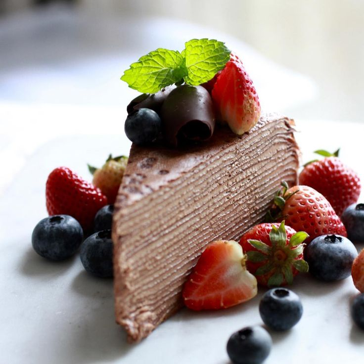 Lady M, HK * Chocolate Crepe Cake with Strawberries & Blueberries I haven't got their crepe cake for a few months. Thus, I bought this Chocolate flavor today & mixed with berries in order to balance the taste a bit. Have a great Sunday!!!!! #beautifulcuisines #top_food_of_instagram #gastronogram #mutfakgram #cuisine_captures #chefsroll #topcitybites #foodamology #eniyilerikesfet #aroii #gastroart #foodblogger #nom #nomnom #vscofood #menwithcuisines #ケーキ #デザート #디저트 #相機食先 #mychefs...