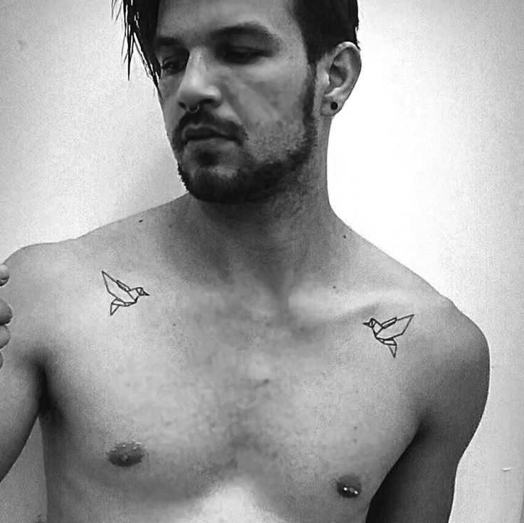 Birds minimal tatoo from Maddox Cleber