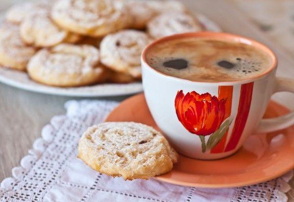 Сегодня я к вам с печеньем, очень простым, домашним и вкусным. Я его уже показывала когда-то здесь . Творожное тесто и лимонная начинка делают его похожим на мой…