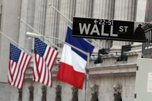 Après 13 novembre 2015 - A Wall Street, devant l'entrée de la Bourse, les drapeaux français et américains sont en berne / Richard Drew / AP