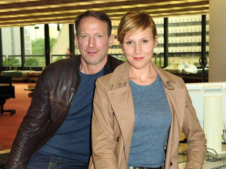 """Zum vierten Mal ermitteln Wotan Wilke Möhring und Franziska Weisz gemeinsam. Doch dabei gerät das """"Tatort""""-Duo selbst unter Verdacht. Zum zehnten Mal steht Wotan Wilke Möhring (50, """"Männerherzen"""") nun schon als """"Tatort""""-Kommissar Thorsten Falke vor der Kamera...."""