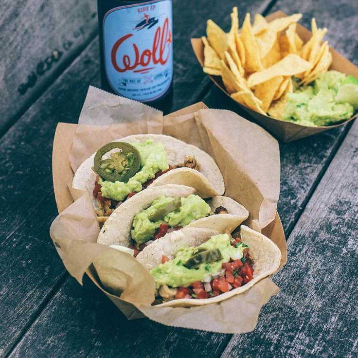 Voici la recette des tacos que nous servons pour notre food-truck californien El Taco Del Diablo. Une recette succulente que j'ai apprise durant mon expérience, en Californie, dans les années 90. Une chose importante pour cette recette est la qualité et la fraîcheur des produits. Vous découvrirez ainsi  ma recette des  tortillas de maïs fraîches  et maison à base de farine de maïs blanc, sans gluten et sans OGM.