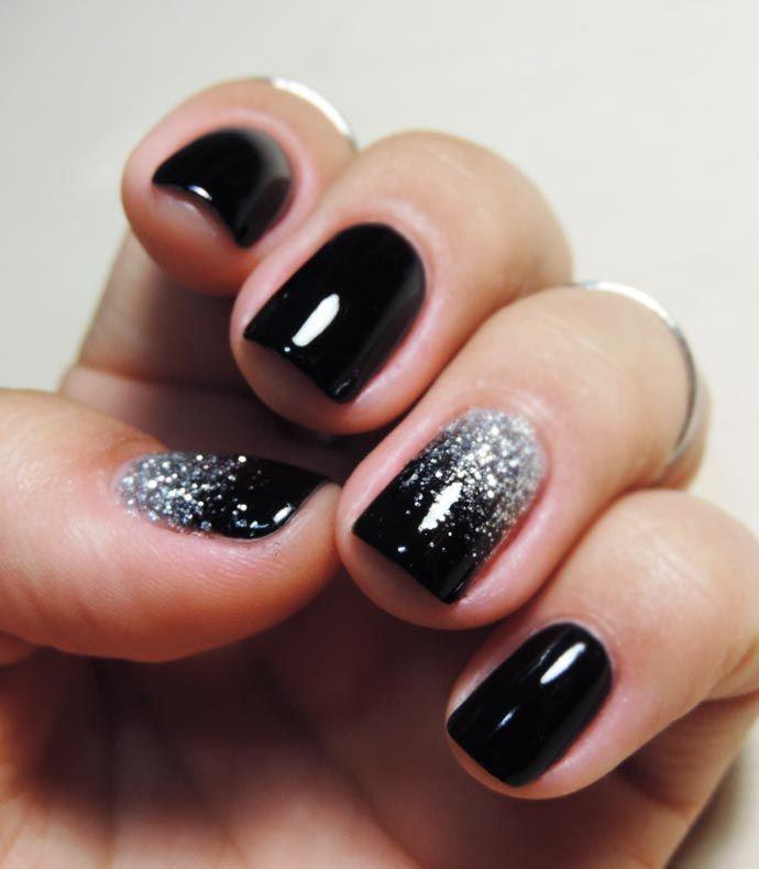 uñas de gel cortas negras con plata                                                                                                                                                                                 Más