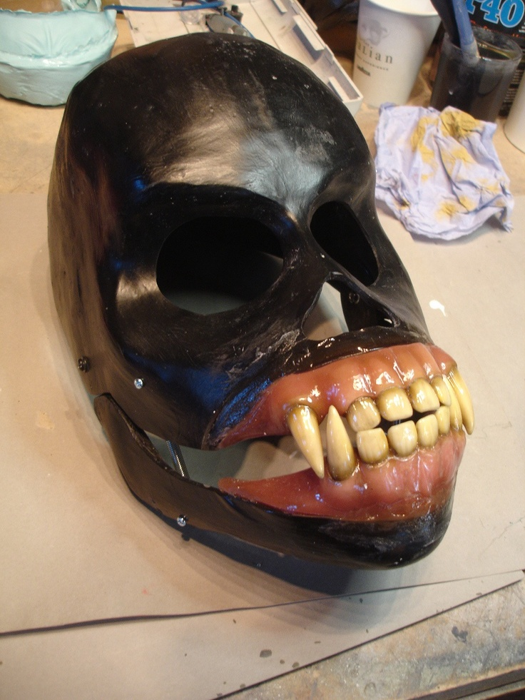 The under skull with a micro switch located in the jaw. When the mouth is opened it activates a sound board that produces various Wookie sounds.