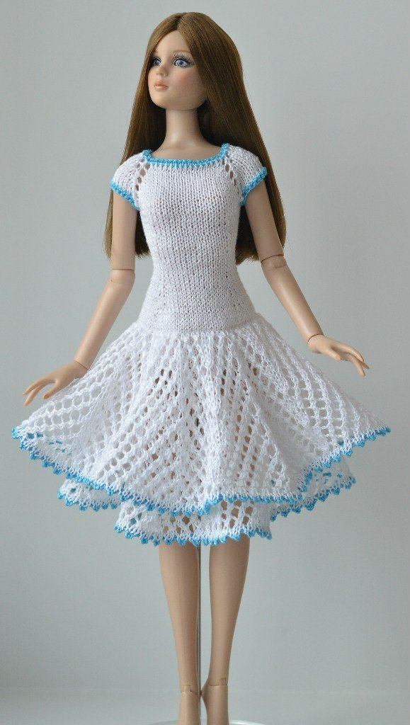 Cute dress from: Анастасия Чудиновских {I need to learn to read Russian and/or take up crocheting/knitting, whichever method this dress is created.}