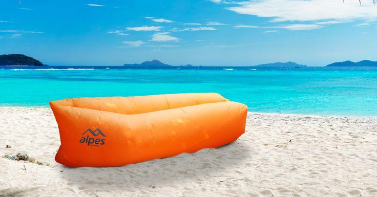 Los sillones también pueden estar en la playa con esta opción inflable. #easytienda #Vacaciones #Easy