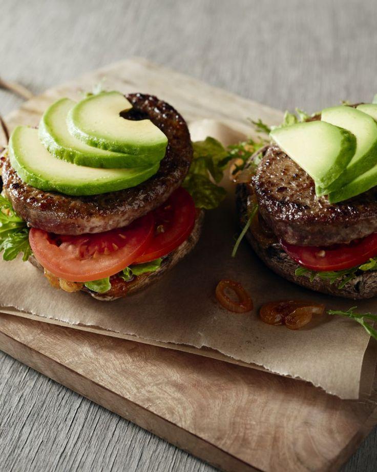 Een lekker originele hamburger, met portobello champignons als 'hamburgerbroodje'. Zonder koolhdraten dus, maar des te lekkerder! Een gezonde hamburger bestaat!