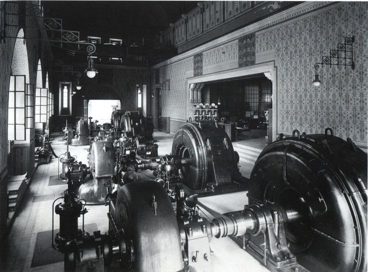 L'interno della sala turbine nella centrale di Verampio