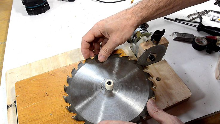 Table saw blade sharpening jig