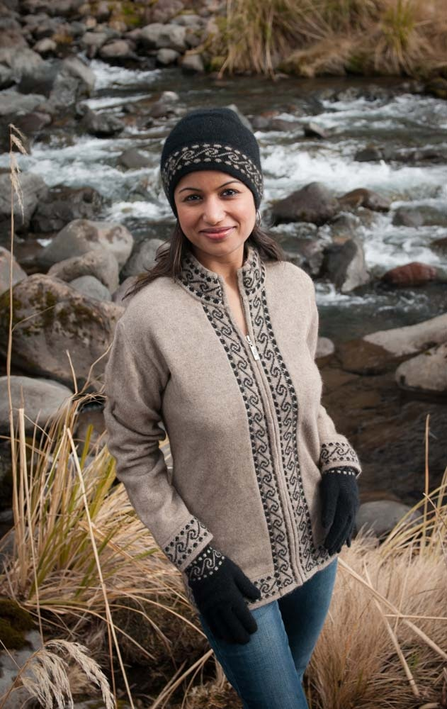 A lovely warm, soft and comfortable possum merino Beige jacket. This is perfect for the weekend and a very New Zealand design with Maori Koru patterns. NZ$229