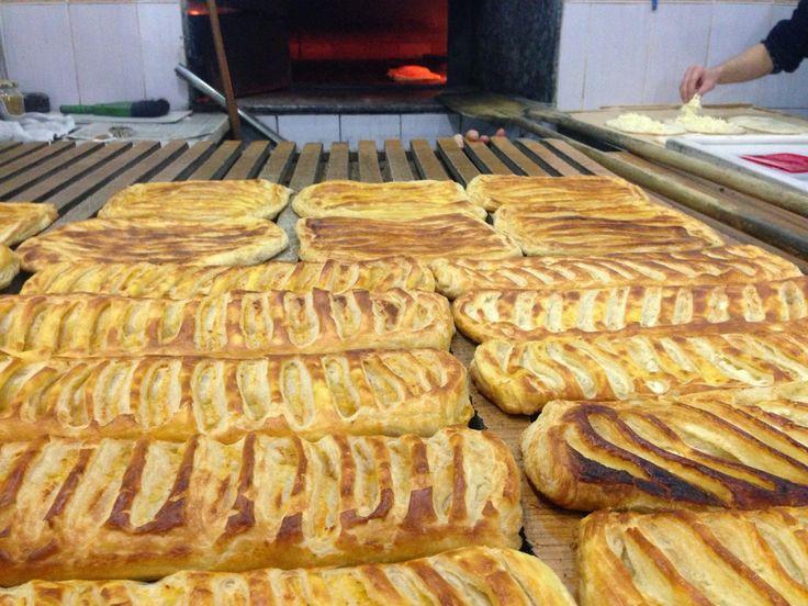Sivas, yöresel olarak güzel lezzetlerin bulunduğu illerden birisidir. Bu sebeple Kahvaltı kültürü, Sivas için eşsiz değerlerin başında kendine yer bulur. Sivas'ta Kahvaltı Mekanları ise bu eş…