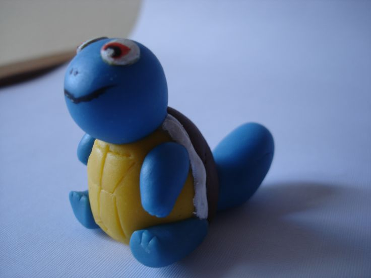 Squirtle en porcelanicron. Polymer clay squirrel.