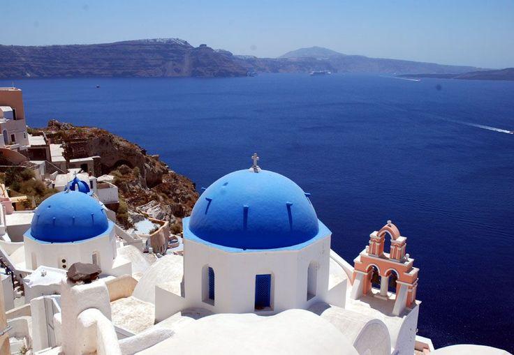エーゲ海に浮かぶ、サントリーニ島へ。断崖絶壁には洞窟ホテルも! | ギリシャ | Travel.jp[たびねす]