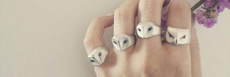 Wirklich schöner Schleiereulen-Ring mit blauen Saphir Augen, kreiert von Elina Gleizer. Gibt es bei Etsy zu kaufen…   Auch interessant:                        DBD: Black Knight Satellite – Pain   Hier das Lyric-Video zur Single...