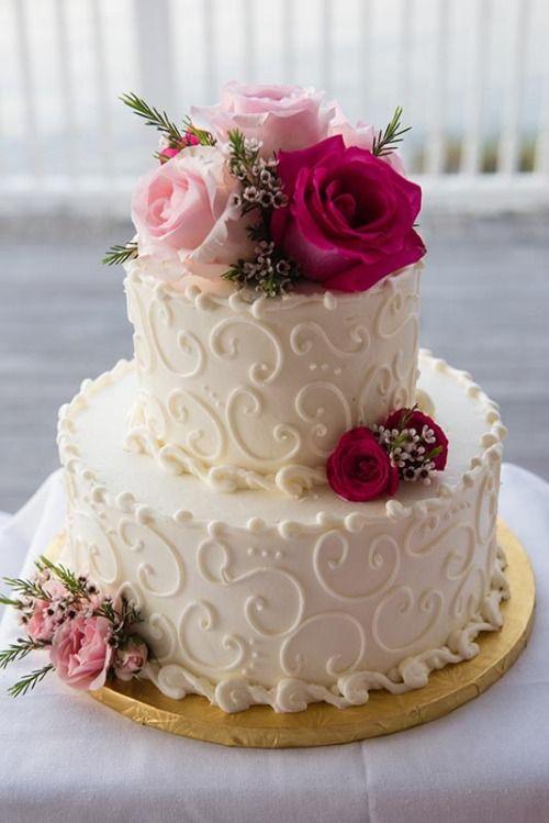 MERRY BRIDES – Atemberaubende florale Hochzeitstorte Ideen #whiteweddingcake #floralw …   – Cakes