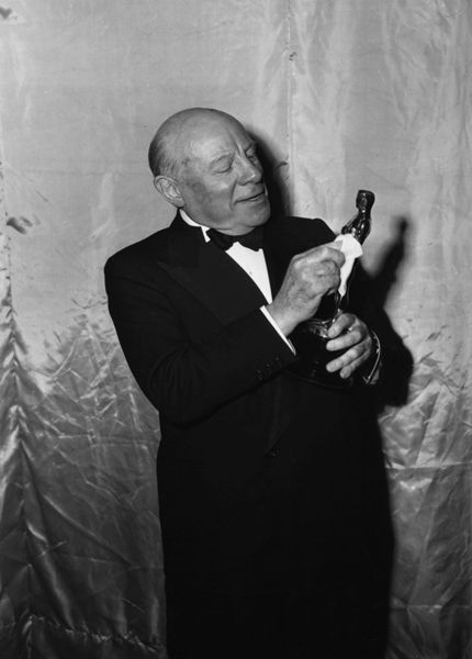 """Best Supporting Actor Edmund Gwenn (""""Miracle on 34th Street"""")."""