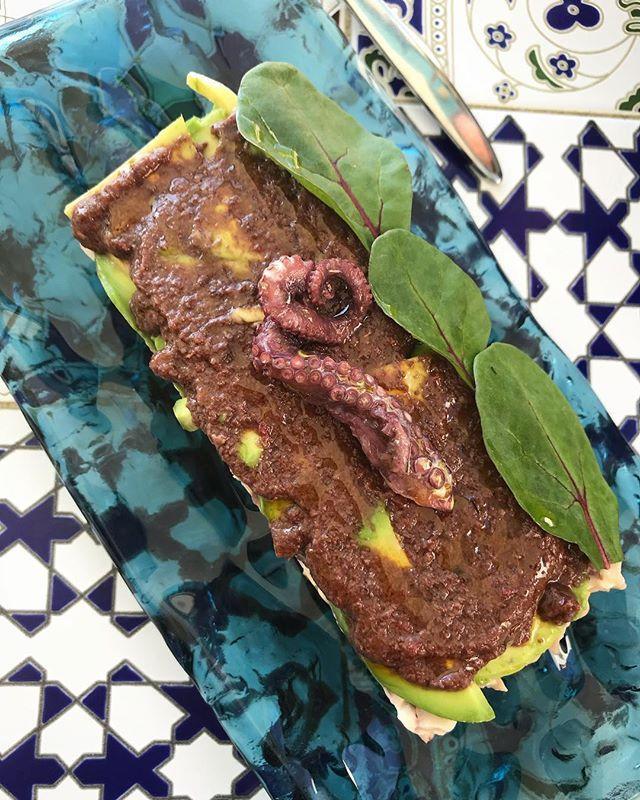 Causa de Pulpo Aguacate y Aceitunas Kalamata.   #cocinaperuana #peru #málaga #fuengirola