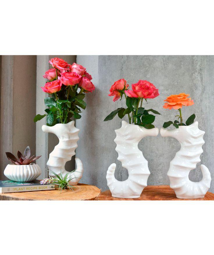 Caballito de mar - Florero en cerámica blanca, línea submarina. $89.000 COP. Cómpralo aquí--> https://www.dekosas.com/productos/hogar-decoracion-habibi-florero-caballito-detalle