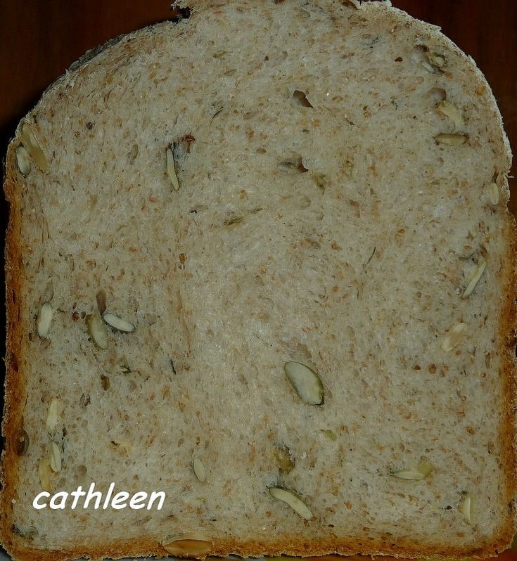 Postup: Suroviny dáme do formy v pořadí tekuté, sypké, formu usadíme do pekárny a zapneme program Kyprý nebo Celozrnný (s delším...