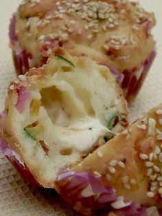 I would learn Italian just to make these!  Muffin salati al prosciutto zucchine e provola - Pane e Cioccolato