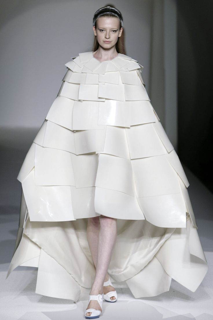 Sculptural 3D Fashion - architectural dress form with voluminous cape-like shape and layered construct // Mila Schön