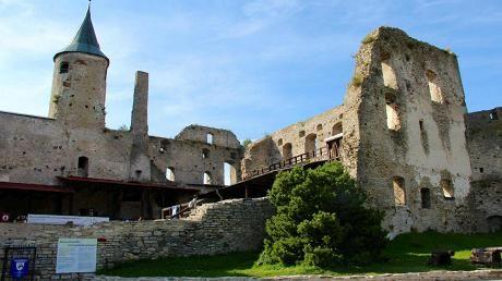 1200-luvulla perustettu Haapsalu lukeutuu Viron romanttisimpiin kaupunkeihin. Samalla vuosisadalla alettiin rakentaa linnaa, joka toimii museona ja kesäisin monien kulttuuritapahtumien näyttämönä.
