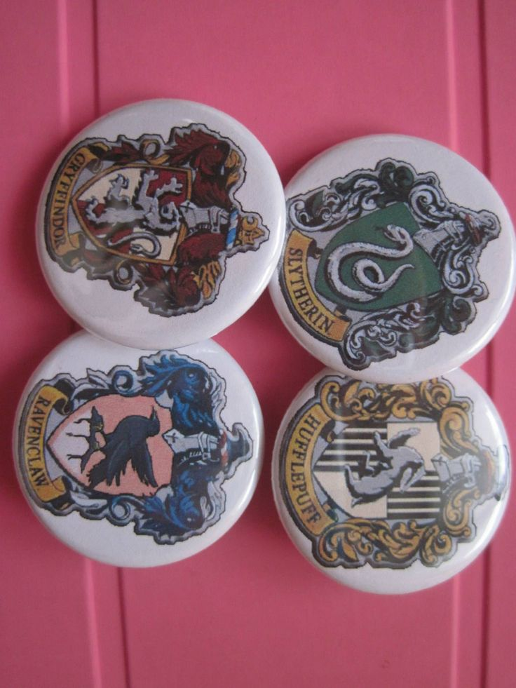 Handmade, harry potter pins , possible customize pins  For info: Gatta Bastrada Creazioni (facebook) https://www.facebook.com/pages/Gatta-Bastarda-Creazioni/237047259684340?ref=bookmarks