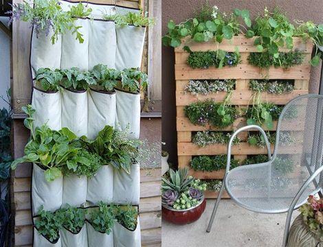 Schoenenzak, pallet, wat tuinaarde en een paar plantjes: het fleurt je schutting prachtig op!