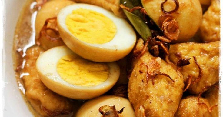 Resep Semur Telur &Tahu Hemat Nikmattt favorit. Sabtu pagii bengong...biasa di ajak kuliner sm suami,jadi ndak ada rencana masak..ternyata today suami ada urusan mendadak huhuhu.. Mau masak bingungg belom ke pasarr kulkas kosong melompong cuma ada tahu.. hmm.. Buka2 daftar cookmark,ehh nemu Semur tahu telur mba Susi Agung xixixi,jodoh namanya.. Kalo Telur mah dirumah selalu stock untuk persiapan eksekusi baking dadakan..wkwkwk Ga pake lama,langsung jadilah semur ngirit yang cetar badaii.....