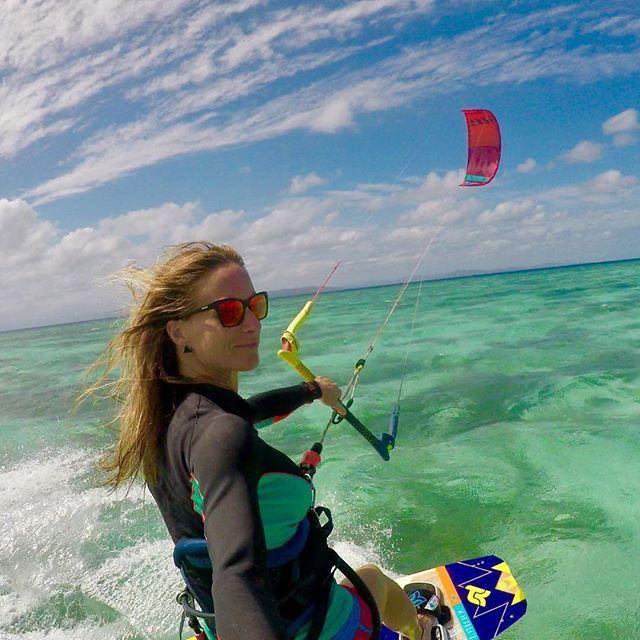 From d3lhiaLife is better on a kite !! ♀️ Weekend cata îlots du sud ⛵️ #newcal #nouvellecaledonie #ilotsdusud #ilotmato #kitesurf #kitesurfing #kitesista #islandlife #pacific #north #takoon #kitesurfing #kiteboarding #kitesurf #kiteboard