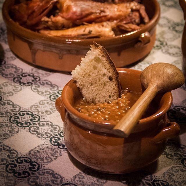 Foto in Sardegna: Oggi per la rubrica #sardegnaintavola vi portiamo a #Cagliari per gustare 'la cassola' di pesce a base di fregula. La foto ricetta è della nostra amica Claudia aka @koendi_sardegna che ci dice che in genere questo delizioso piatto si prepara ad occhio e utilizzando il pesce che quel giorno si è trovato al mercato. Gli ingredienti infatti possono essere facilmente sostituiti in base alla possibilità e al periodo nel quale si prepara. Ingredienti 1 polpo 1 seppia calamari 1…