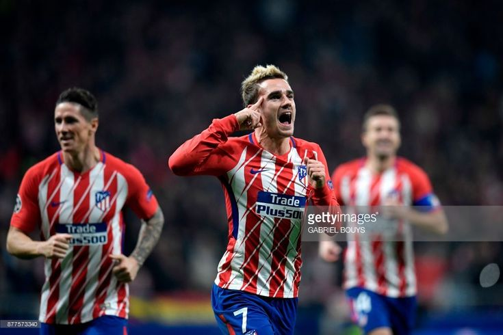 Atletico Madrid's French forward Antoine Griezmann (C) celebrates with teammates after scoring a goal during the UEFA Champions League group C football match between Atletico Madrid and AS Roma at the Wanda Metropolitan Stadium in Madrid on November 22, 2017. /