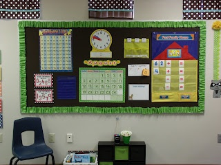 Calendar Time....second grade style! This woman is so talented. Her students are lucky little kiddos.