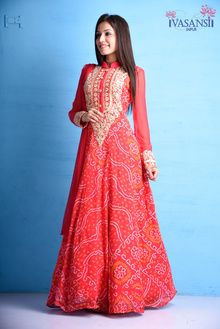 Taking a festive glance.. #dailyfeature #suits #by #vasansi #jaipur #indian…