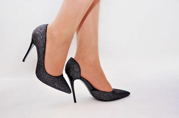 Miss Glitter <3 http://www.stylowebuty.pl/products/Szpilki-Miss-5-Asymmetric-Black-Glitter.html