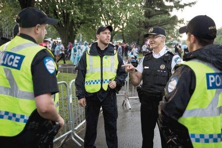 La sortie du chef du Service de police de la Ville de Montréal (SPVM), Marc Parent, qui s'est dit «interpellé» par la grogne des cyclistes, suscite des remous à l'interne.    « Les policiers sont fâchés par son double discours. D'un côté, on nous dit d'y aller à fond la caisse avec les opérations de sécurité routière contre les cyclistes. De l'autre, on nous dit de mettre la pédale douce quand ça va mal », affirme un cadre sous le couvert de l'anonymat.