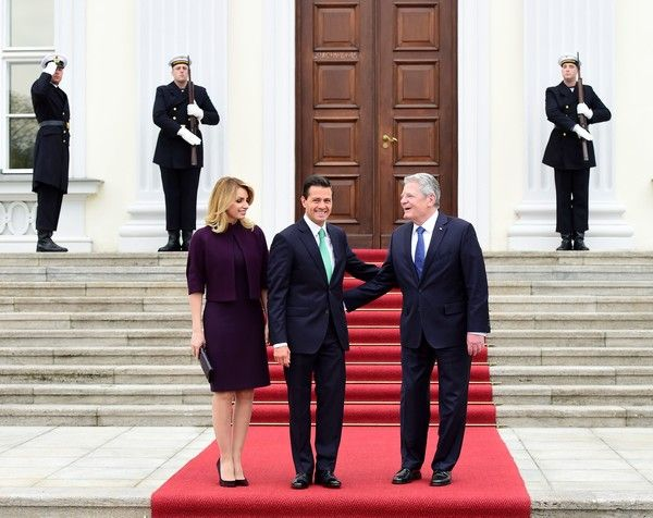 Angelica Rivera Photos Photos - German President Joachim Gauck (R) welcomes Mexican President Enrique Pena Nieto (C) and his wife Angelica Rivera for talks at the presidential Bellevue palace in Berlin on April 11, 2016. / AFP / TOBIAS SCHWARZ - Mexican President Enrique Pena Nieto on Visit to Germany