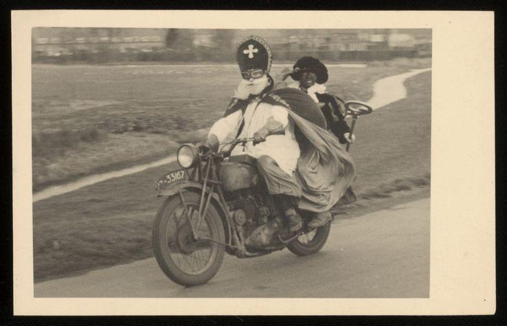 Sint Nicolaas en zijn Maatjes; Sinterklaas en Zwarte Piet op de motor (1947) Maker: fotograaf: Maanen, Johannes Adrianus van.