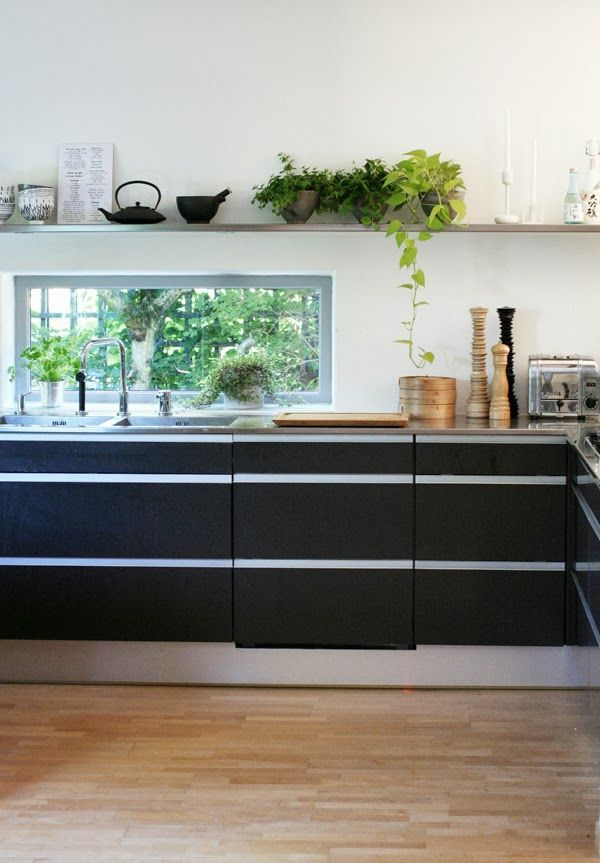 Black kitchen