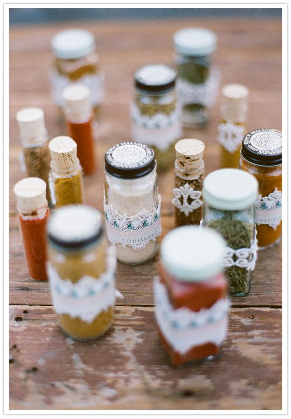 wedding favors spices photo by http://stephaniewilliamsphotography.com