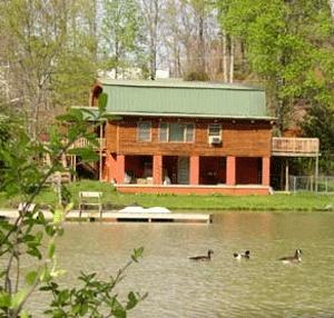Pet Friendly Vacation Rental Cabins Asheville North Carolina, Saluda Mountain Lake Retreat