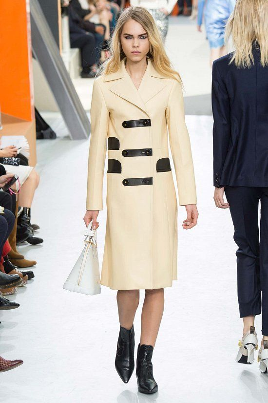 Louis Vuitton fall-winter 2015-2016 #fashion #PFW #moda #fashionwomancom #coat