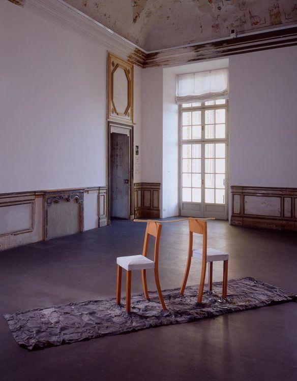 Calzolari P_sedie,1986, castello di Rivoli, Torino